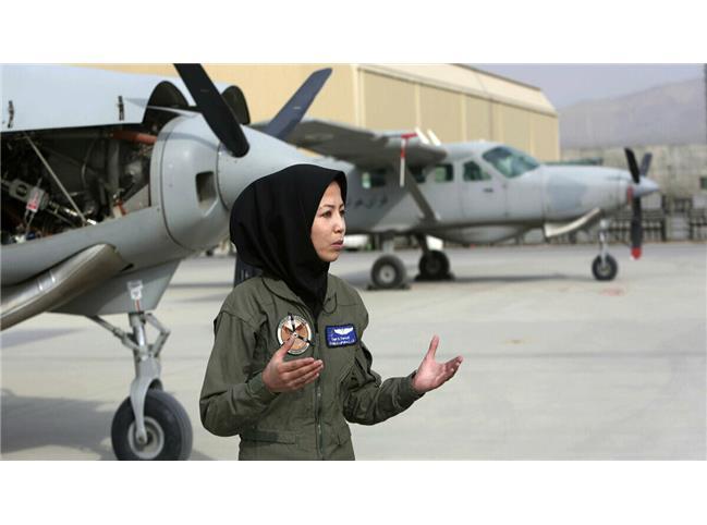 خلبان زن افغانستانی سنگسار شد